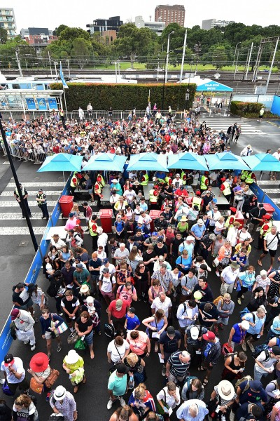 Fans Queue Up For Day 3 Of The Australian Open, 20 January 2016. – Theo Karanikos Tennis Australia